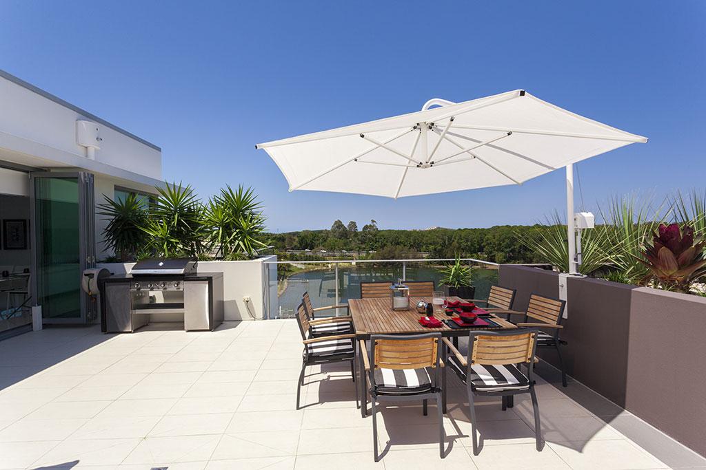 Barbecue-in-terrazzo-si-può-fare-la-grigliata-sul-balcone