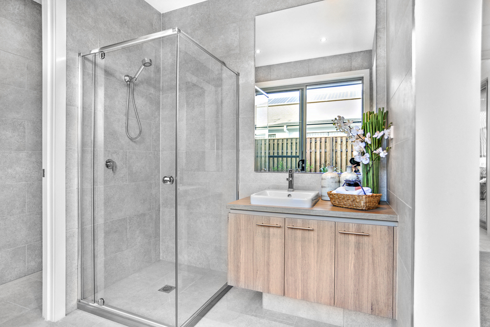 3 consigli per scegliere il piatto doccia e il box