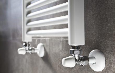 Caloriferi, termosifoni, radiatori in ghisa, acciaio o alluminio: quali sono meglio per casa