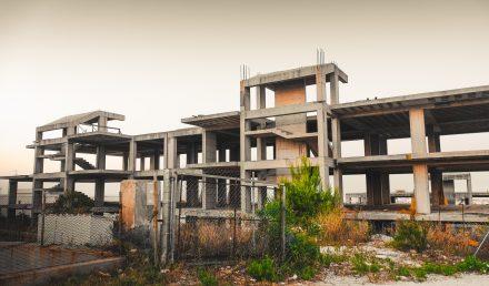 Denuncia di abuso edilizio: anche i vicini la possono fare