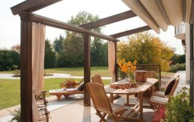 Voglia di rivivere il giardino e il terrazzo? Scopri tutte le tende da esterno