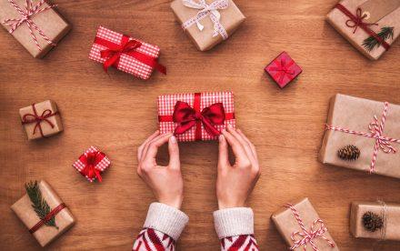 Come incartare un regalo in modo facile e veloce
