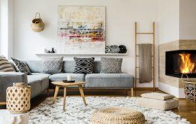 Arredare soggiorno con cuscini e tappeti